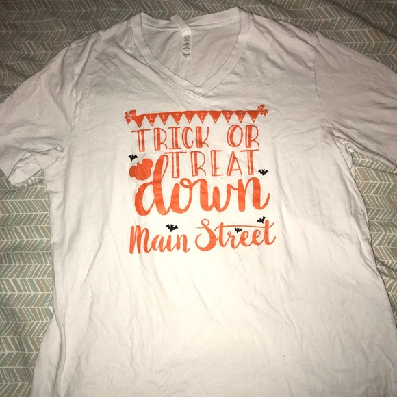 fc5ea74c Trick or treat down Main Street top. M_5c3ebfb045c8b30994e771be